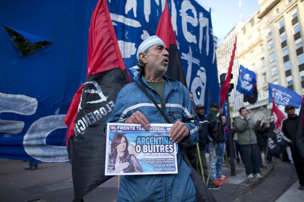 140730-argentina-protester-jms-2101_a145ab314dc0c5ab607816c4db2eff41