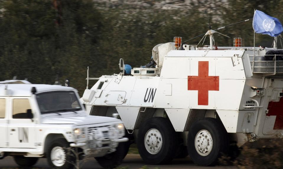 Spanish UN peacekeepers drive an armoured emergency vehicle after picking up the body of a 36-year-old Spanish UN soldier who was killed as the Israeli military shelled border areas in the Lebanese village of Abbassiyeh, January 28, 2015 (AFP Photo/Mahmoud Zayyat)