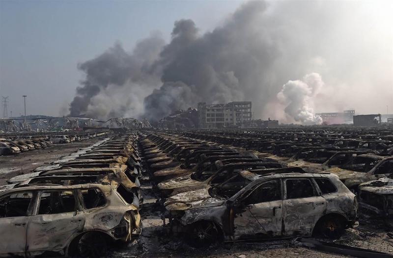 ss-150812-china-explosion-mn-08_fa41799cd542d28754089a6796601c5f.nbcnews-ux-2880-1000-e1439569345363