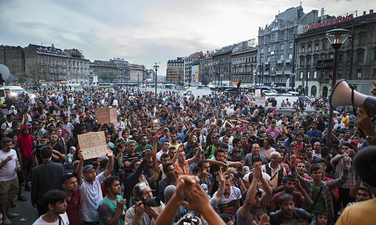 Refugees-Budapest-009