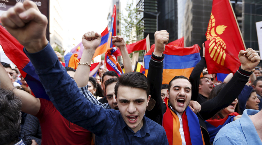 Protesters gesture and chant slogans in front of the Turkish embassy during a march to commemorate the centenary of the Armenian genocide by Ottoman Turks, in Brussels, Belgium. © Francois Lenoir / Reuters