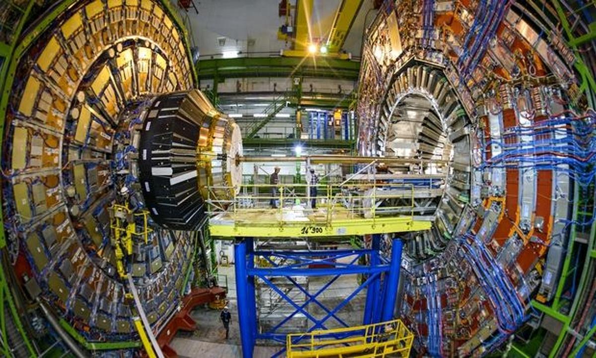 Work-under-way-on-the-LHC-012