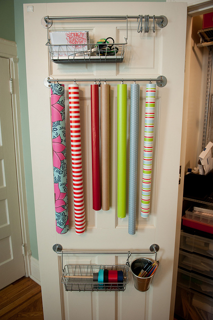 BL-gift-wrap-organizer