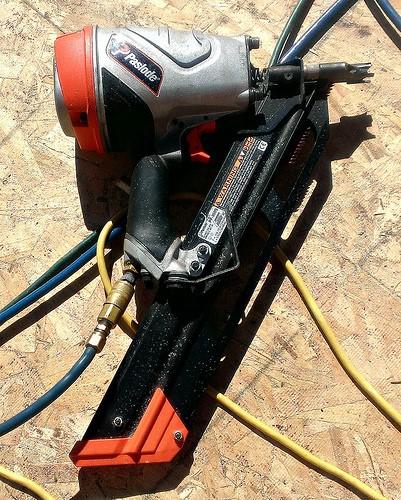 air compressor and nail gun 2
