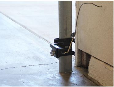 homezada-inspect-automatic-garage-door-safety-shutoff