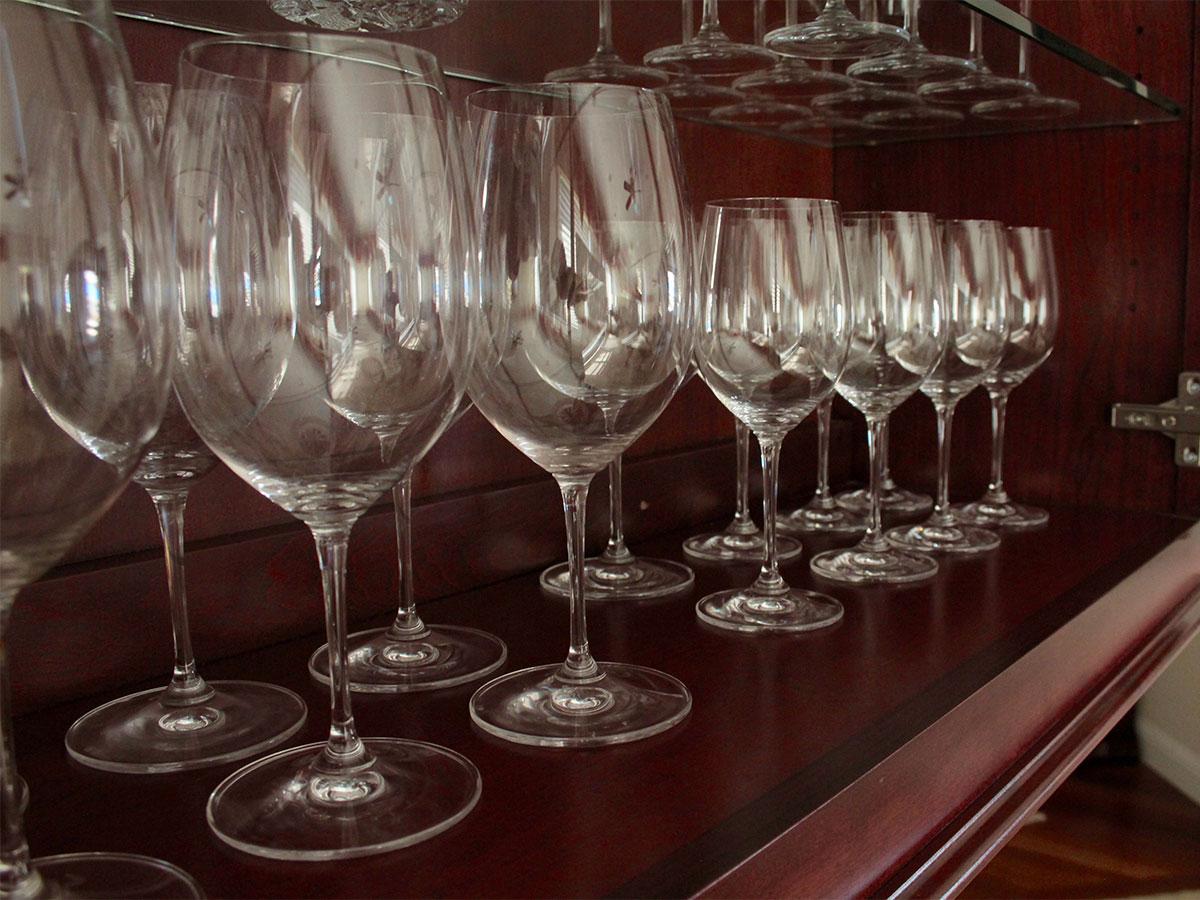 Wash Glassware on Open Shelves