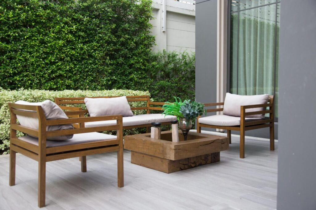 How To Choose The Right Materials For Outdoor Furniture