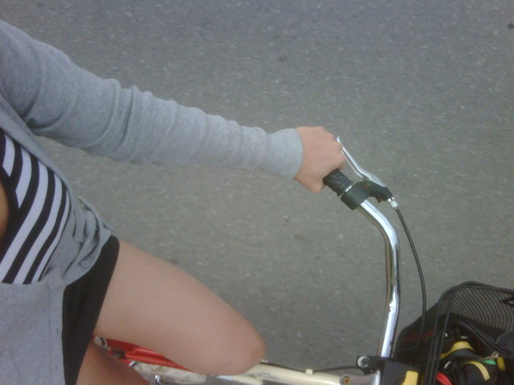i love girls on bikes
