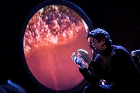 """""""Acercando el Universo: Charla Teatral"""""""
