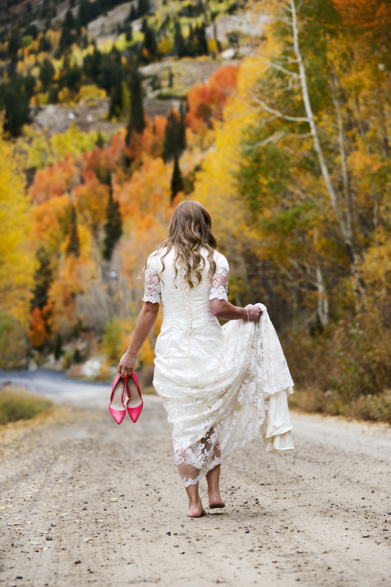 Utah Bridal Pictures holding shoes fall mountains