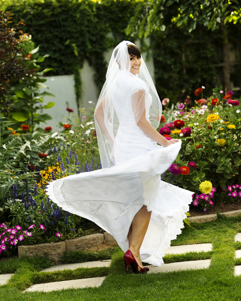 Utah Bridal Pictures spinning dress Thanksgiving Point