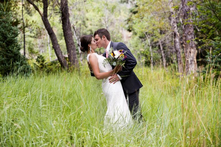 Utah Bridal Pictures romantic kiss