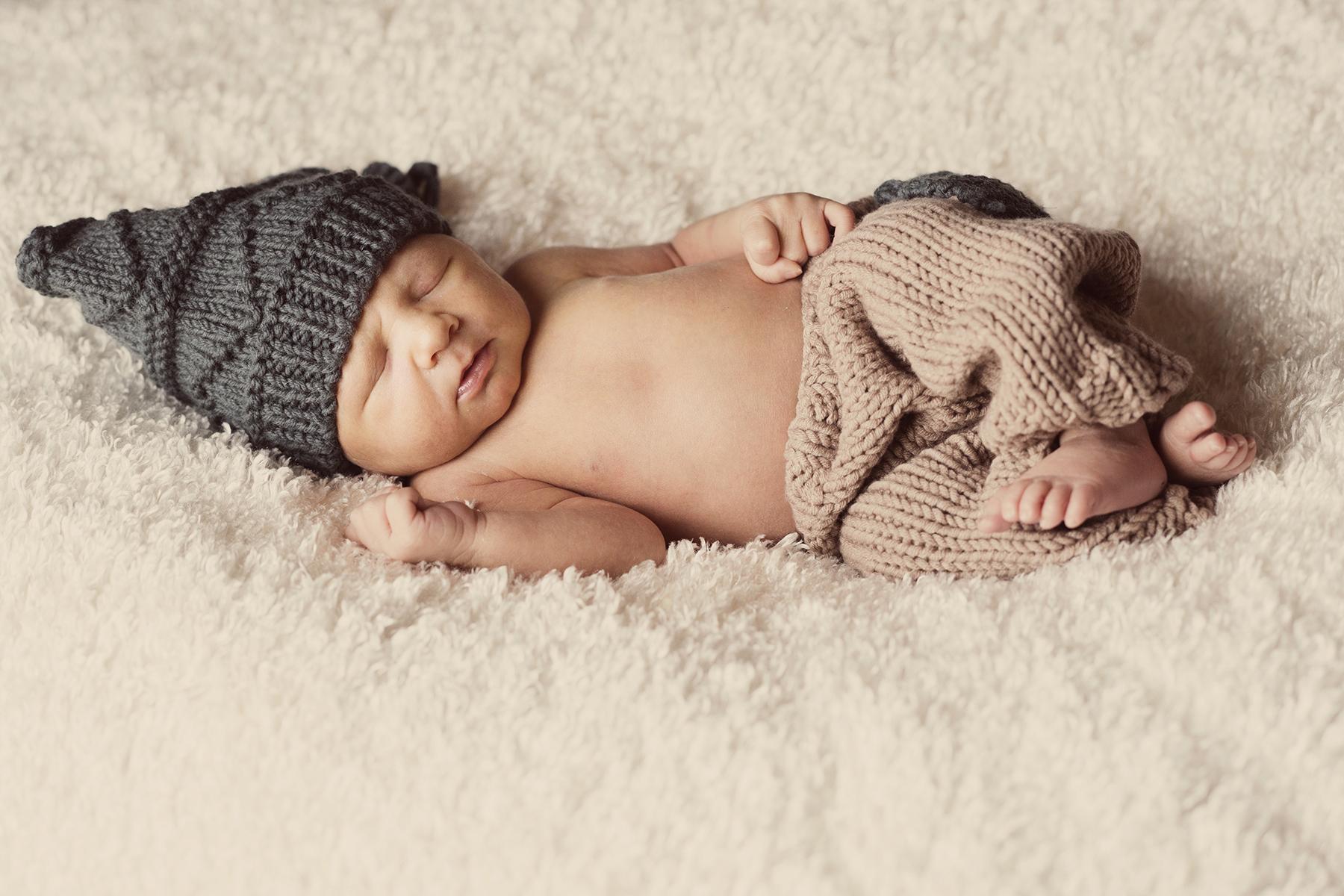 Newborn Pictures sleeping hat