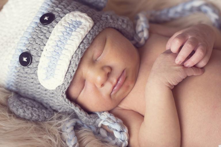 Newborn Pictures holding hands sleepiing