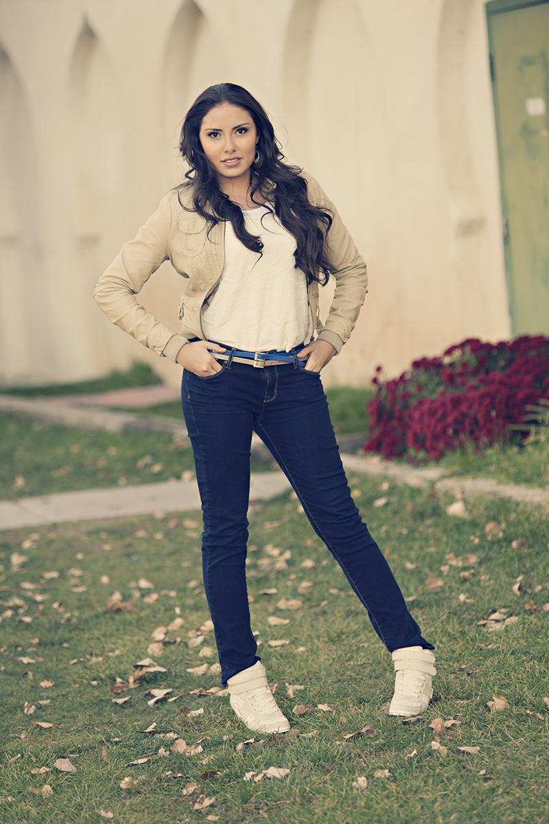 Utah Senior Photos model beige jacket