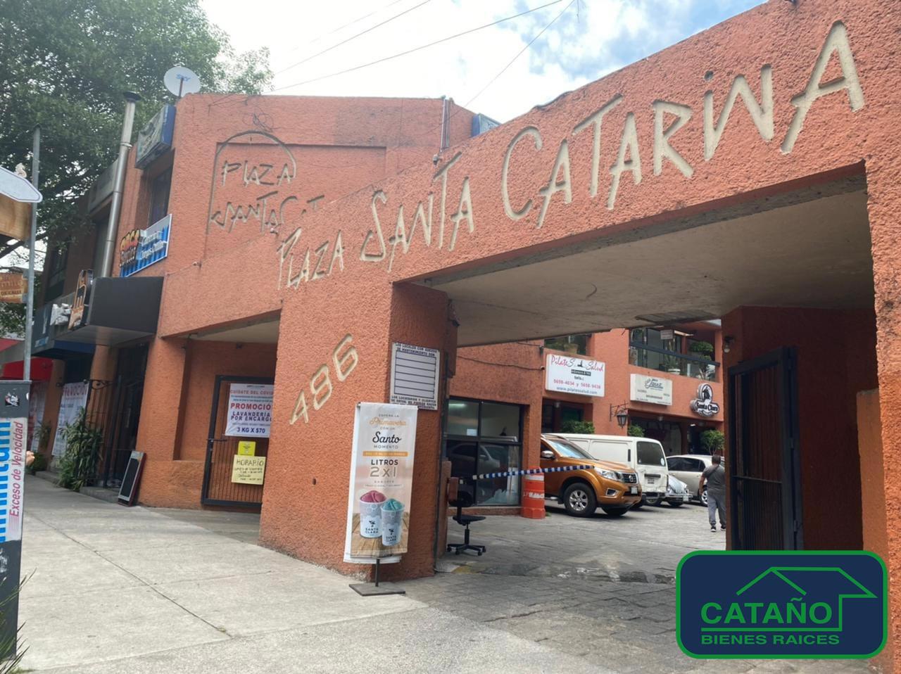 Miguel Angel De Quevedo – Excelente local en la mejor ubicacion en Plaza Sta. Catarina