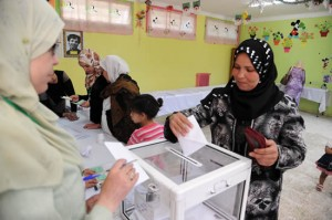 UN REVIEW MAY 2012yearinreview-afpgetty-algeria-elections