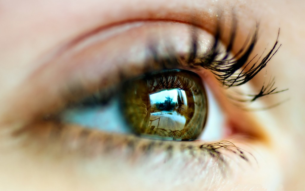 Free-Wallpaper-for-Computer-Woman-Eye-Close-Up-I-See-the-Clear-World