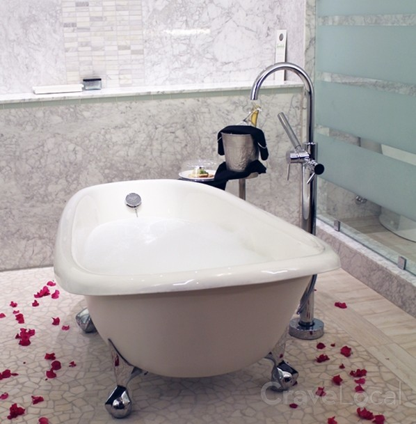 Sandals-Grenada-Romantic-Tub