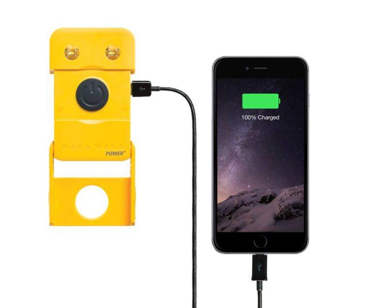 wakawaka-solar-power-light-iphone charger