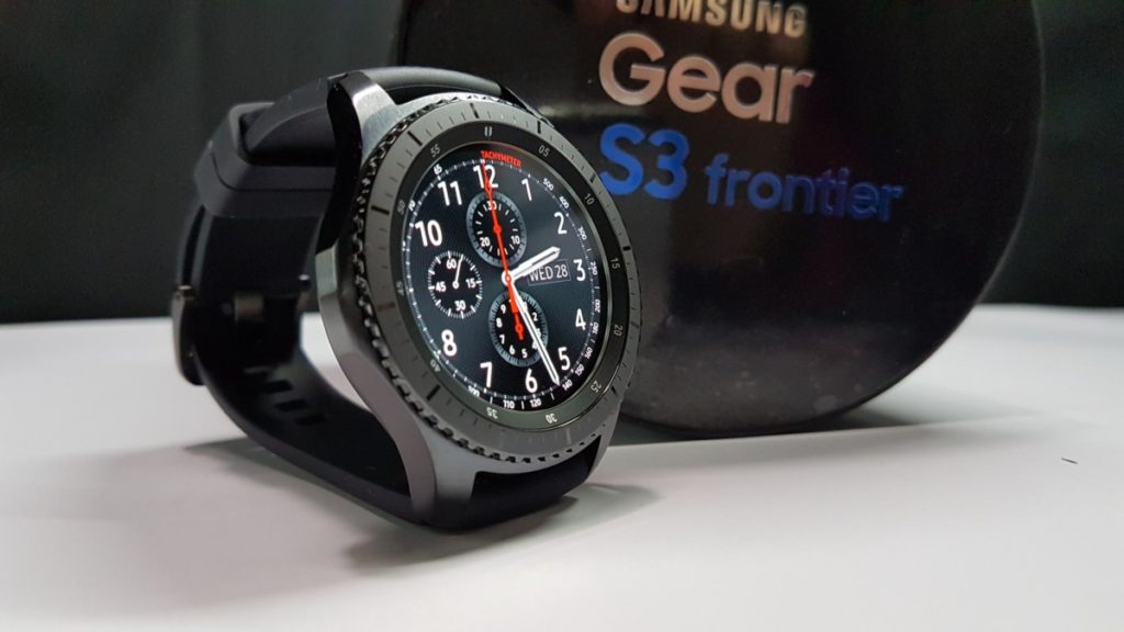 Unboxing the Samsung Gear S3 Frontier 1
