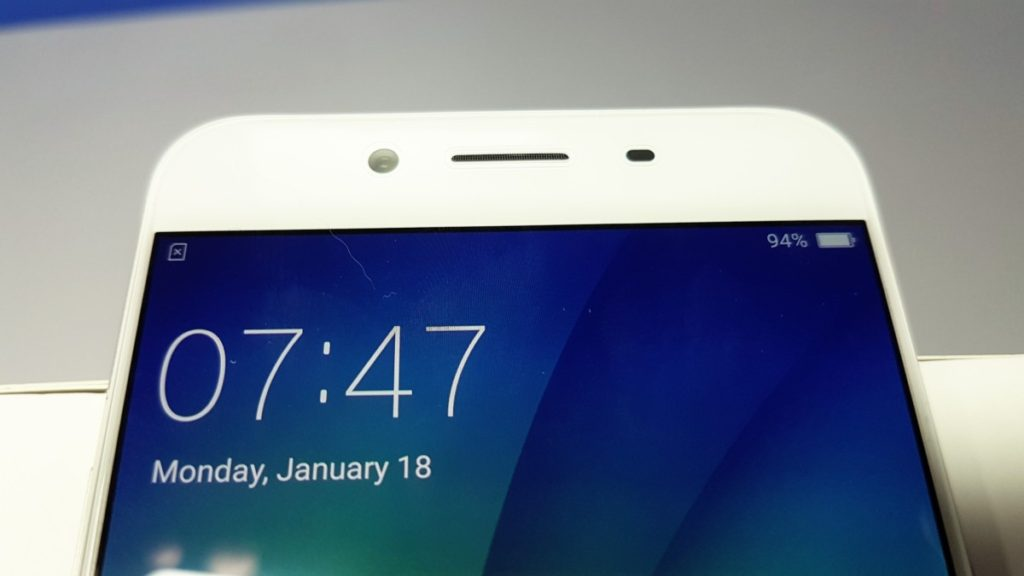 Unboxing the OPPO R9s 11