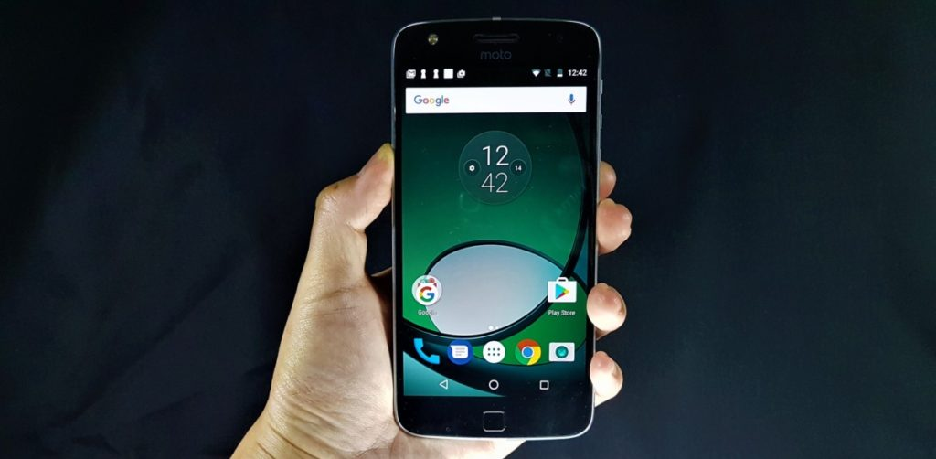 [Review] Moto Z Play - The Well Connected Workhorse Phone 1