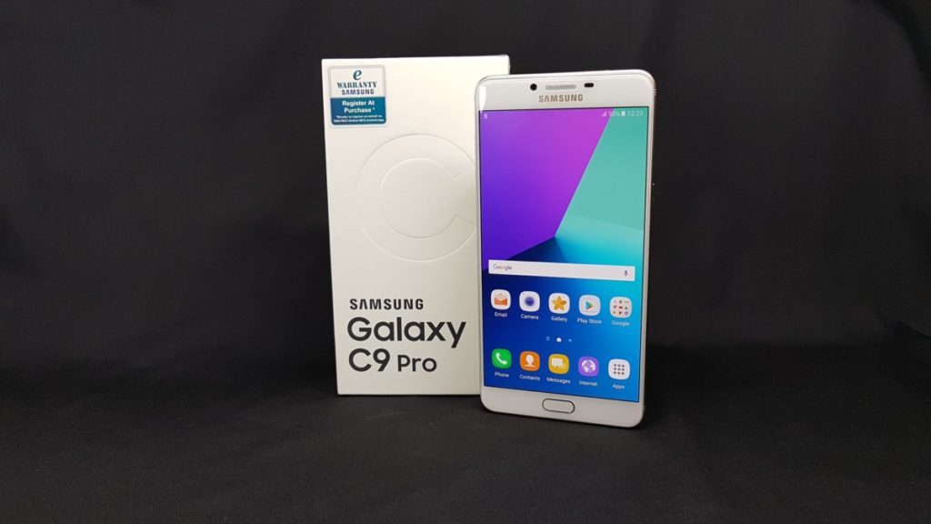 Attack of the Titan: Unboxing the Massively Powerful Galaxy C9 Pro 16
