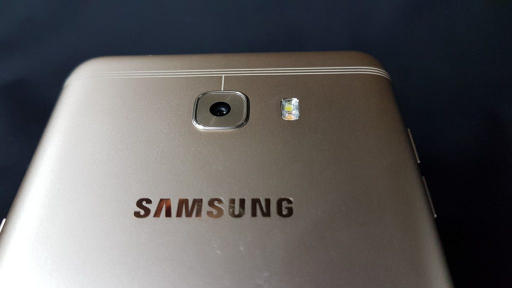 Attack of the Titan: Unboxing the Massively Powerful Galaxy C9 Pro 9