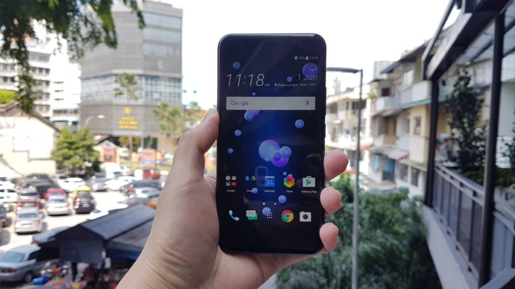 Maxis offers HTC U11 with plans starting from RM70 a month 18