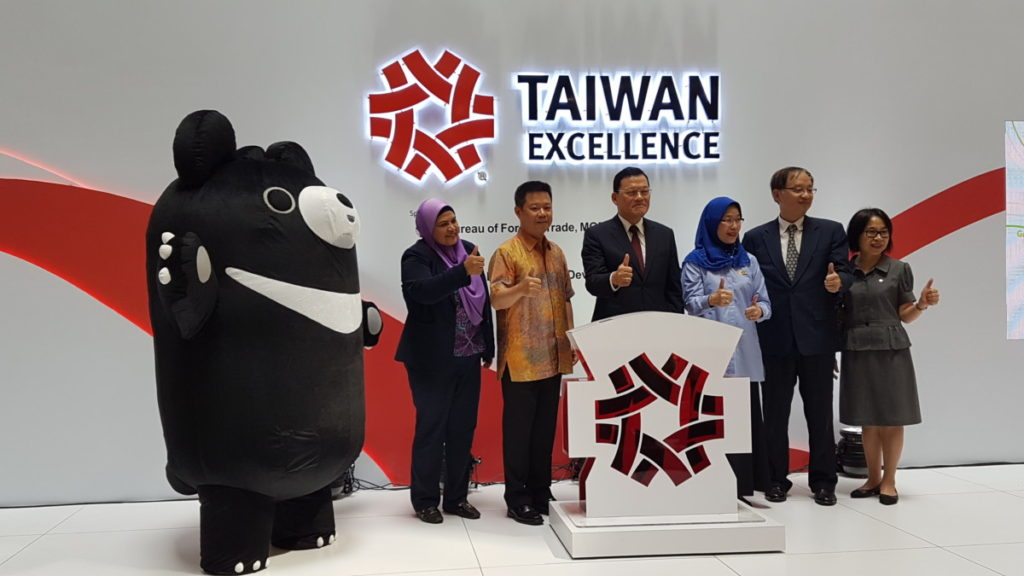 Representatives officially launching the Taiwan Excellence Pavilion at 1 Utama mall