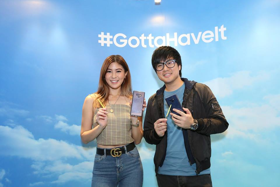 Jinny Boy and Elizabeth Tan with the Galaxy Note9