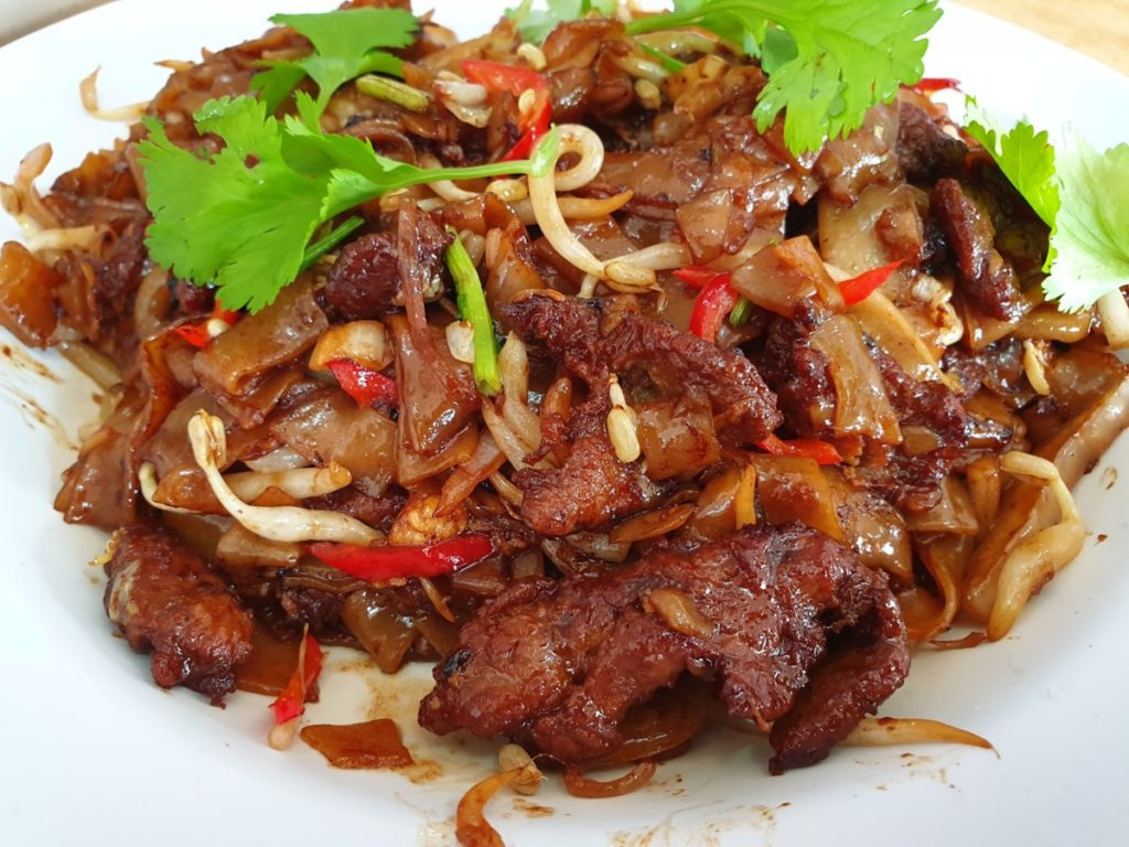 Scene Optimiser helps to make food look much tastier as this shot of fried noodles would attest to.