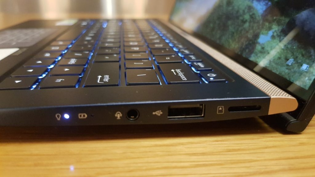 [Review] Asus ZenBook 13 UX333 - Small in Size, Big on Power 3