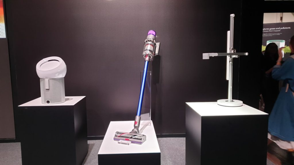 Dyson debuts their next generation V11 cordless vacuum, Lightcycle and Pure Cool Me in Southeast Asia 1