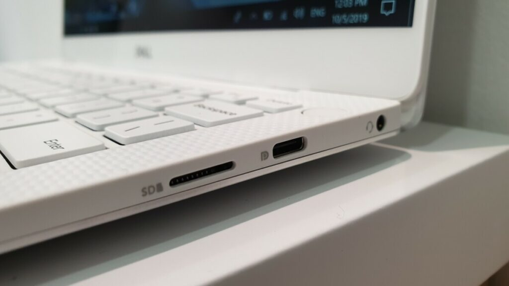 Dell XPS 13 9380 right side