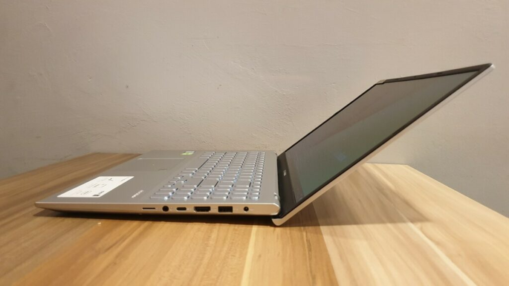 Asus vivoBook Ultra A512 side