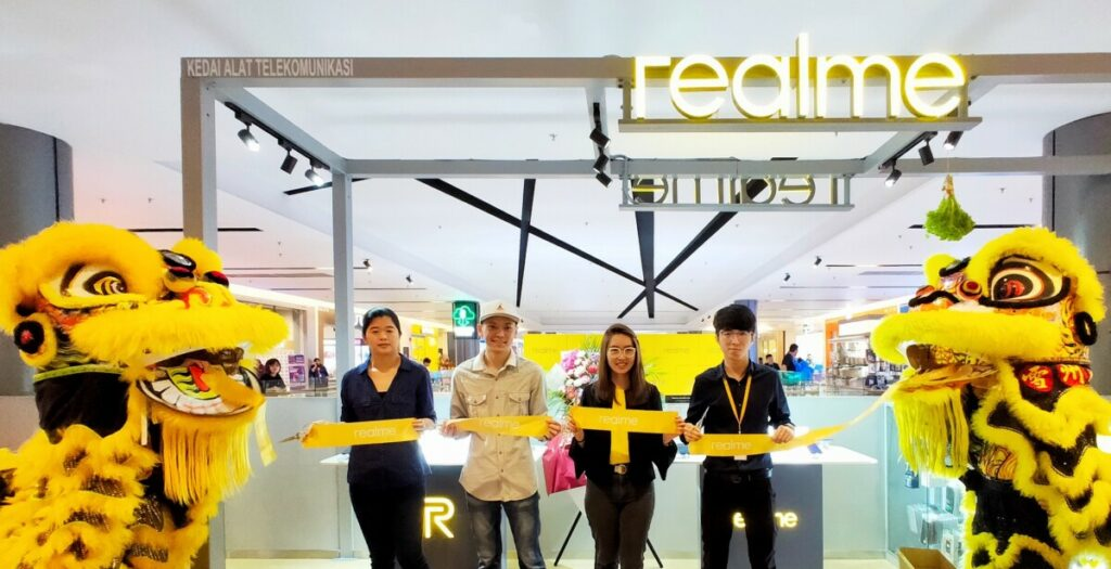 Realme grows larger with 2 new stores in Malaysia 9