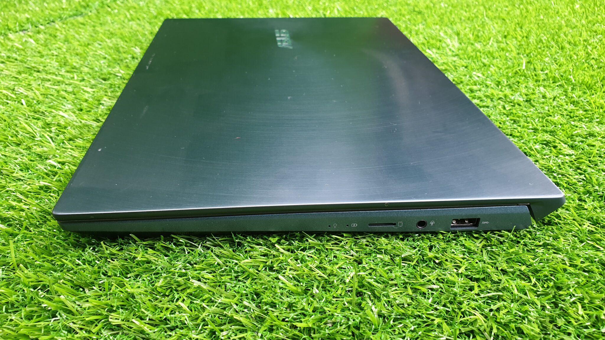 ZenBook Duo UX481F side angle