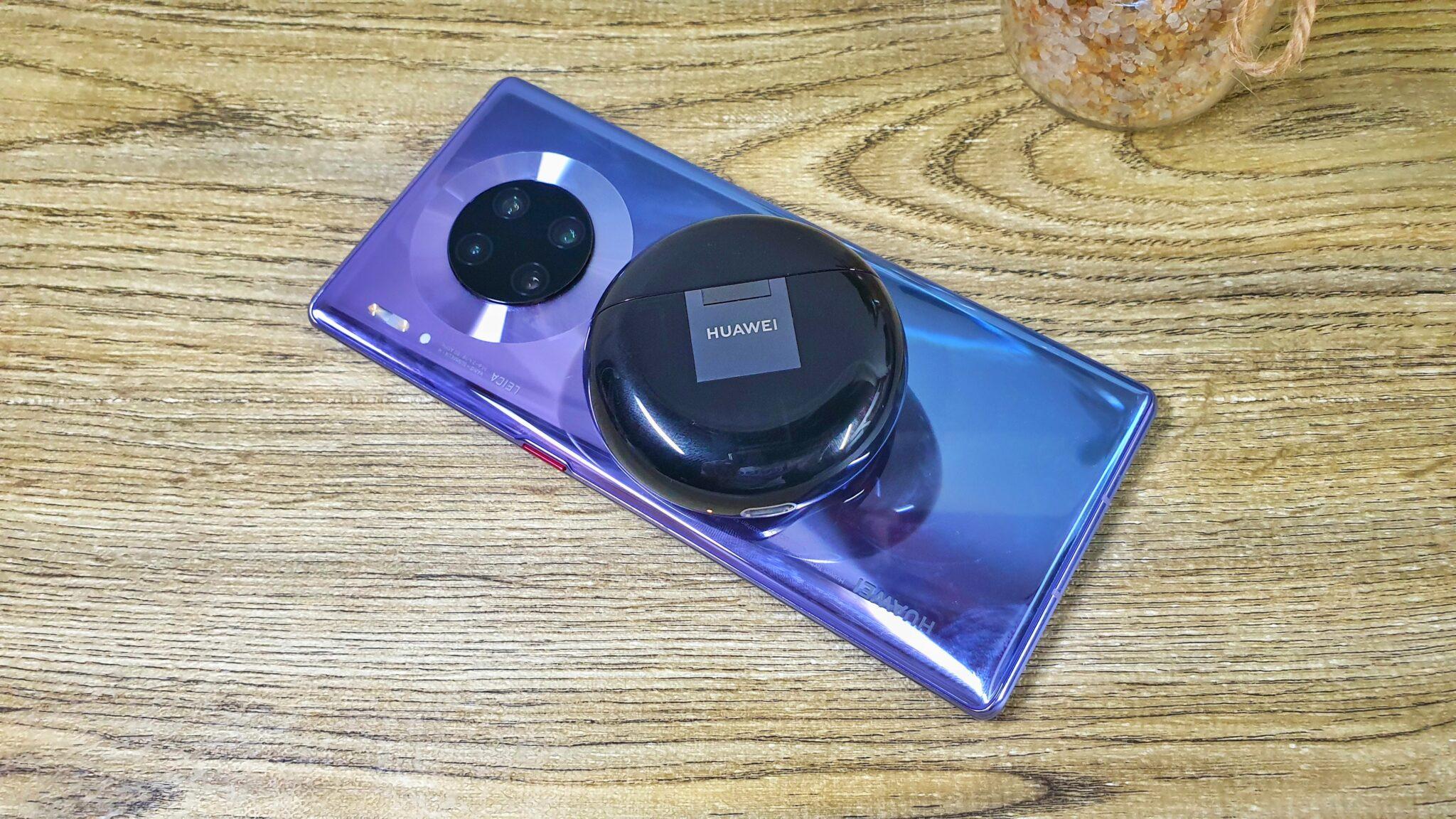 FreeBuds 3 reverse wireless charging