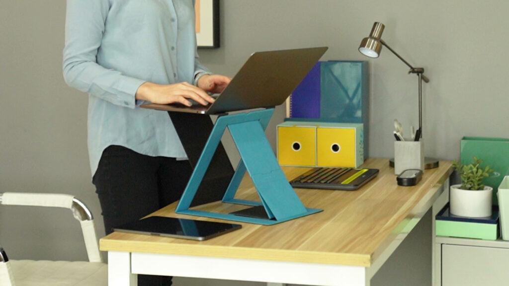 MOFT Z portable standing desk hits Kickstarter 1