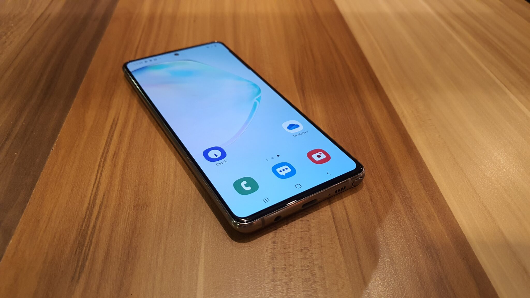 Galaxy Note10 Lite angled