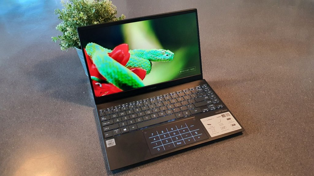 Asus Zenbook 13 ux325 review angled