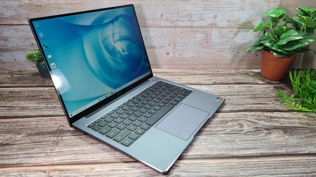 Huawei MateBook 14 2020 Review angled