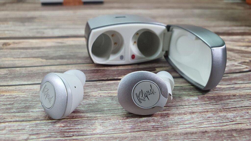 Klipsch T5 II True Wireless case open