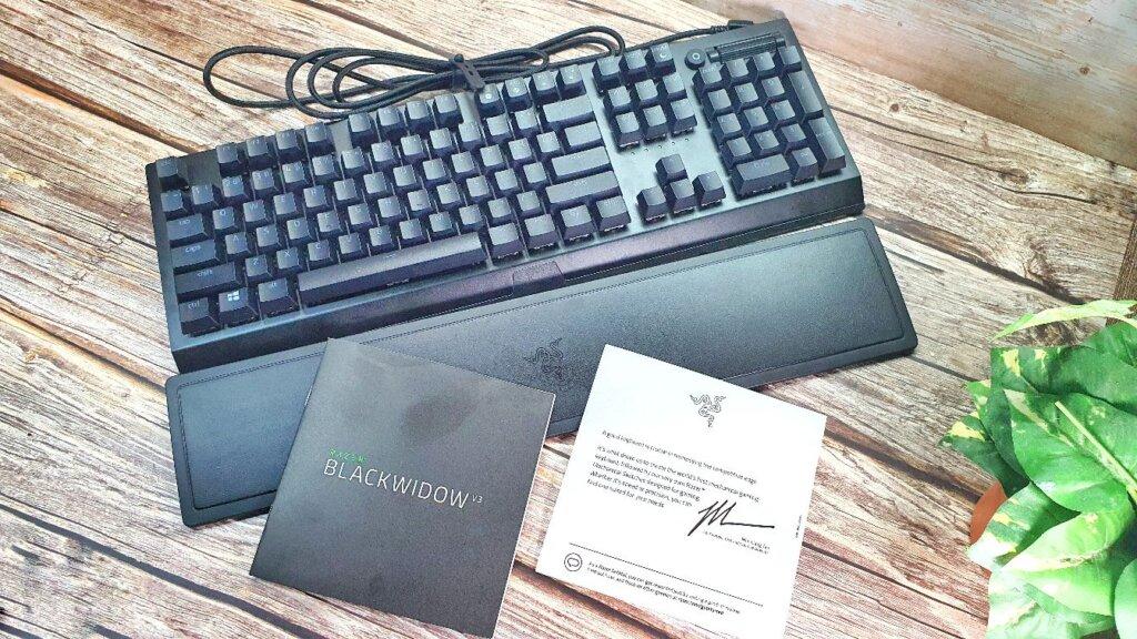 Razer BlackWidow V3 box contents