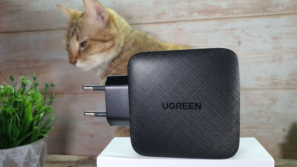 UGREEN 65W GaN charger box side