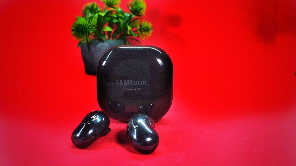 Samsung Galaxy Buds Live red buds