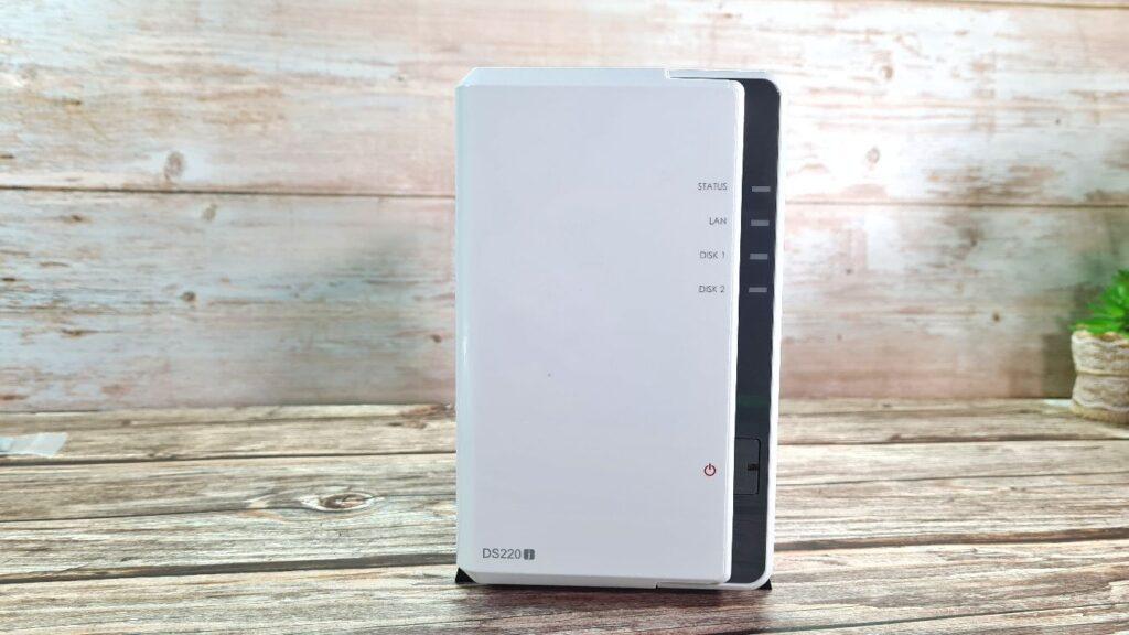 Synology DiskStation DS220j  front ports