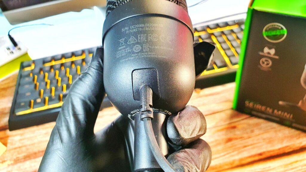 Razer Seiren Mini review plug